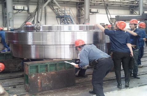 中机轴承公司成功研制国内首套硬岩掘进机主轴轴承